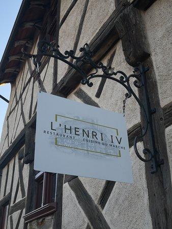 Cuisine traditionnelle du marché au cœur de la bâtisse historique du célèbre Henri IV