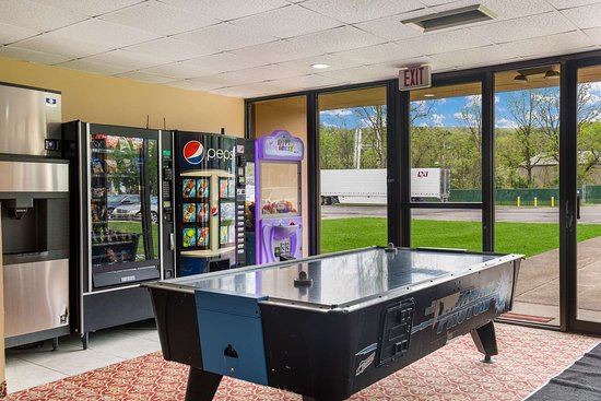 Clarion Inn & Suites Stroudsburg - Poconos