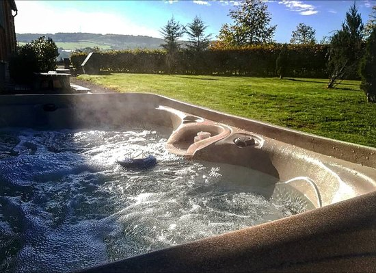 Woolland, UK: Most of our our accommodation offers private Hot Tubs. Please enquire.