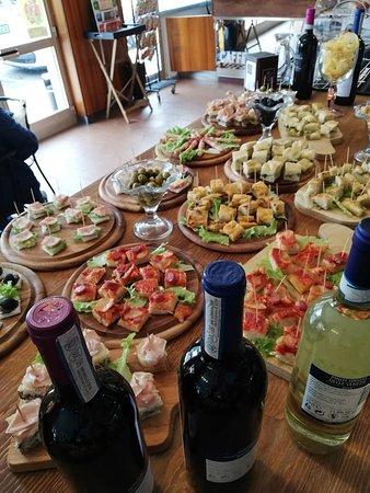 Cavagnolo, Italy: aperitivo a buffet