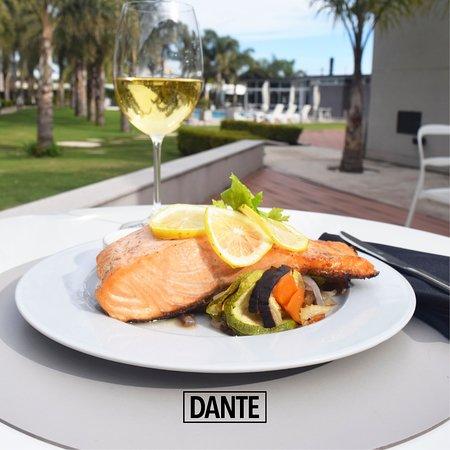 Leones, Argentina: Un salmón con una copa de vino y a disfrutar! que la vida es una sola