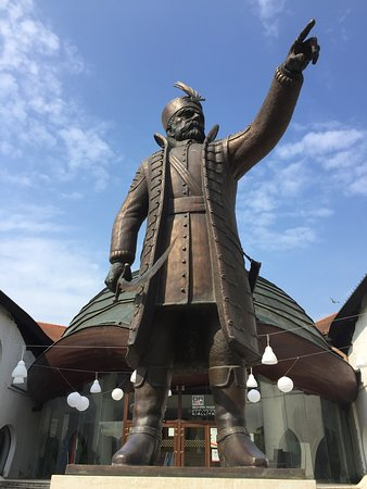 Szigetvar, Hungría: Zrinyi Miklos Statue...Impressive!