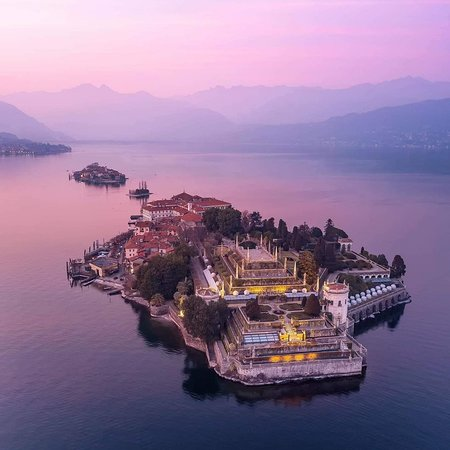 Isola Bella, Italië: A beautiful sunset is your reward for surviving another day. Enjoy as many as you can. 💖