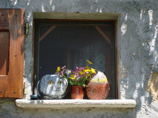 Abbadia Lariana, Italië: Particolare di un casello sulle alture di Abbadia