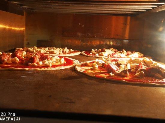 Castelnuovo Nigra, Italy: Le pizze della Roca bianca!!!