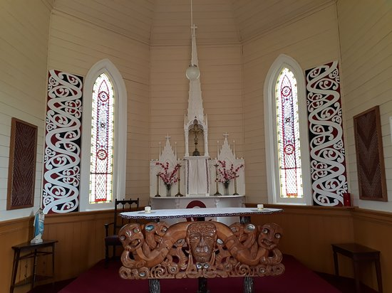 Jerusalem, New Zealand: View on the altar