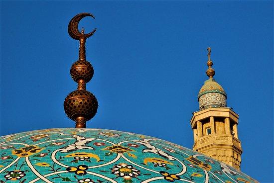 Bahrain: Sommità della cupola di una moschea a Manama - Bahrein. Cliccare sulla foto per vederla come scattata.