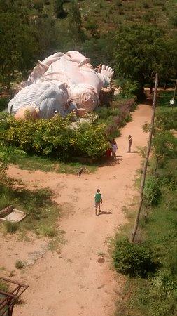 Penukonda, Индия: Photo taken in 2015. Can enter the statue