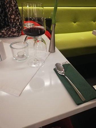 Nove Zamky, สโลวะเกีย: sittings and table