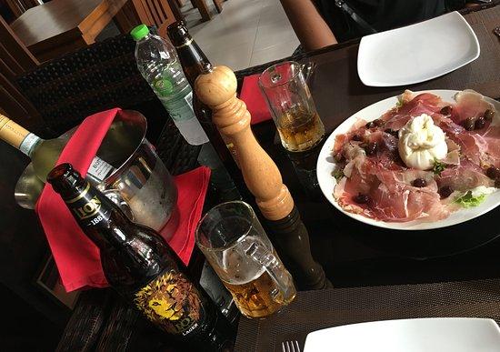 Ettukala, Шри-Ланка: Cold beer & wine