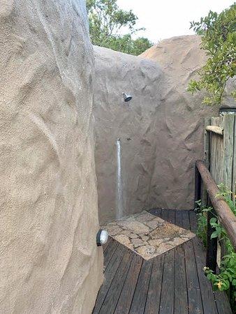 Kwa Madwala Private Game Reserve, África do Sul: Douche extérieure sur terrasse face à la savane
