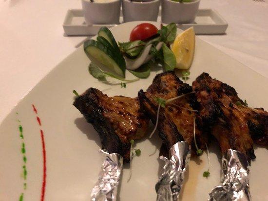 Duffield, UK: Yummy lamb chop appetizer