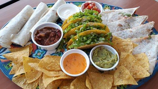 Lago Sul: Combo Fiesta.  Quesadilla, burrito, tacos, chips com guacamole, Chile Chilli, Chile com Queso, Pico de Gallo e Sour Creem. Uma delícia!!! 😋