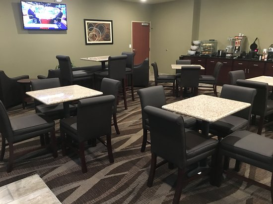 Paxton, IL: This is part of the Hotels Breakfast and Lounge area.