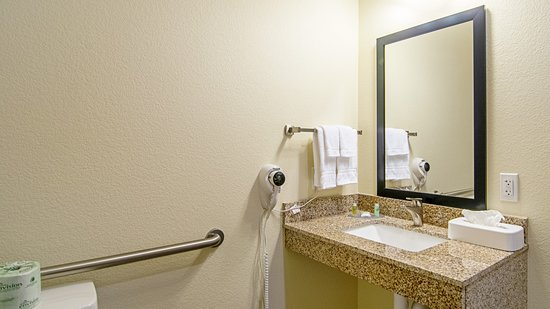 Paxton, IL: Roll in Shower Accessible King Bathroom