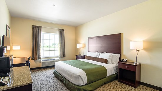 Paxton, IL: Accessible King Guestroom