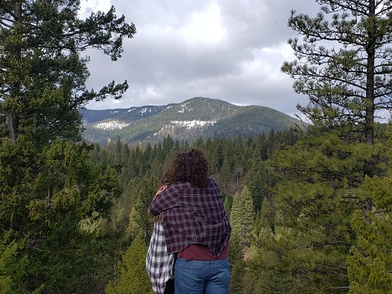 Trout Creek, MT: My brother and his girlfriend standing at the edge of the grounds behind the cabin