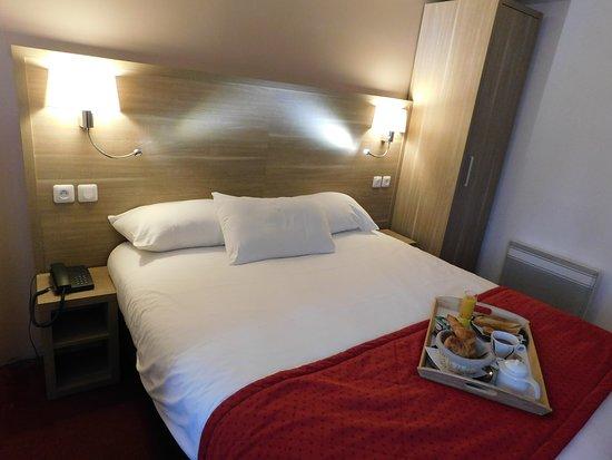 The Originals Hotel Ambacia (Ex Inter-Hotel): Chambre double rénovés, nouvelle literie, nouveaux oreillers.