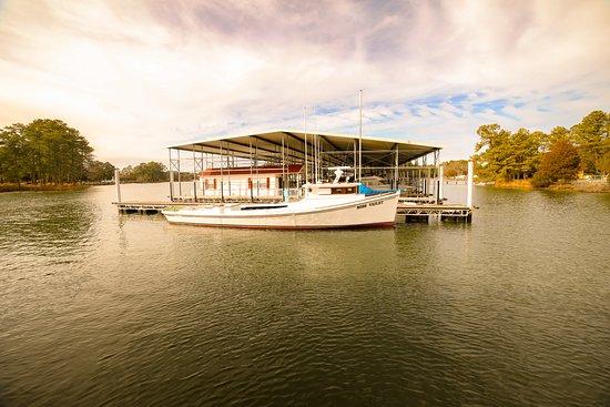 Port Haywood, VA: Hudgins Horn Harbor Marina  Fun family oriented establishment! Fuel available!