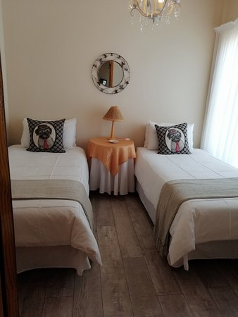 Askham, Южная Африка: The Family Suite has 2 rooms ( 1 sleelps 2 and the main room sleeps 4)  They are sharing a bathroom.