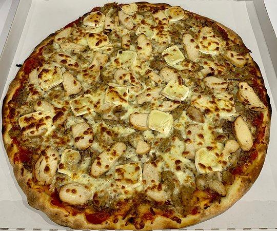 Belleville, Francia: Pizza cannibale (tomate, fromage, viande hachée, poulet, kebab, chèvre)