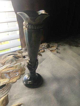 Endless Caverns: Its a vase with the endless tavern logo ingraved on it