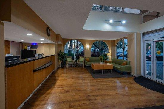 La Quinta Inn & Suites by Wyndham Deerfield Beach I-95