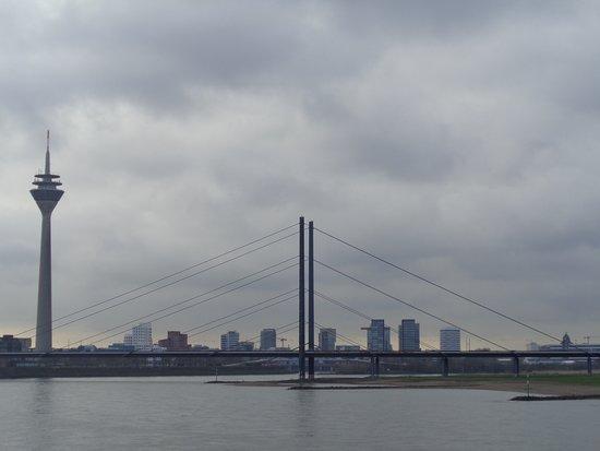 Rheinkniebruecke
