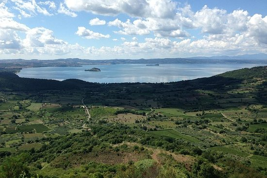 Full-Day Bolsena and Montefiascone Private Tour from Rome
