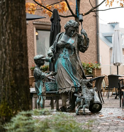 Ettelbruck, Luxemburgo: Place de la Résistance avec « Botterfra »