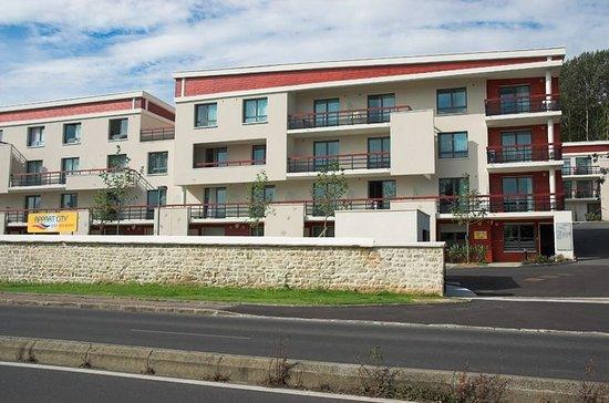Louveciennes, Fransa: Exterior