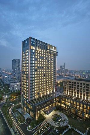 Renaissance Shanghai Caohejing Hotel