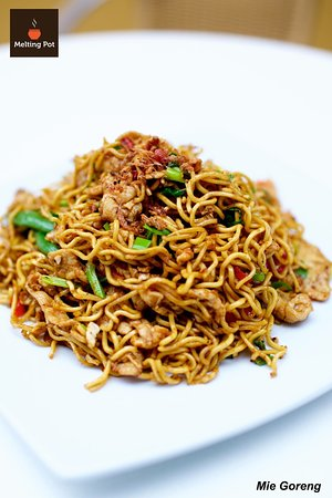 Applecross, Австралия: Indonesian fried egg noodle with chicken and vegetables (available as vegetarian upon request)