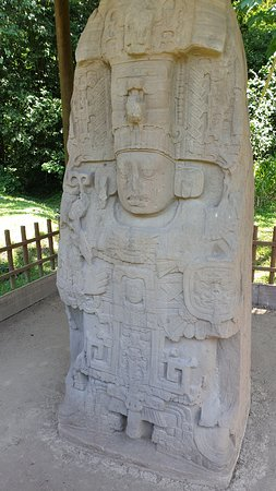 Une stèle