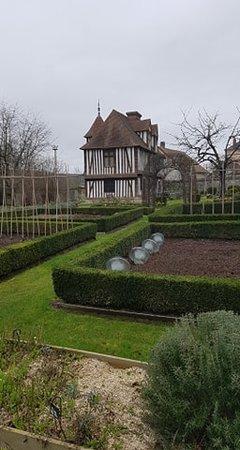 Musee Maison Pierre Corneille: Maison et jardin