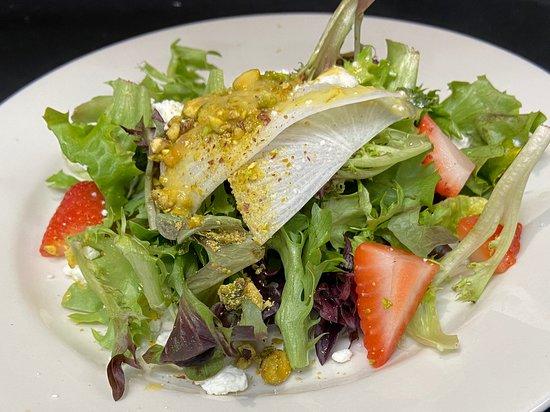 East Otis, MA: Healthy salads!