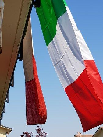 Province of Pavia, Italien: COM'E' BELLA LA NOSTRA BANDIERA.