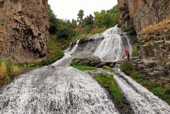 私人遊覽:阿雷尼酒莊-傑爾穆克瀑布-沙基瀑布