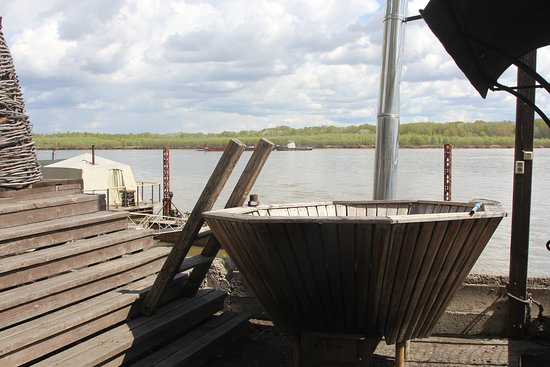 Novosibirsk Oblast, Russia: Японская Офуро. Наливают воду, снизу разжигают огонь. Отличное закаливающее средство