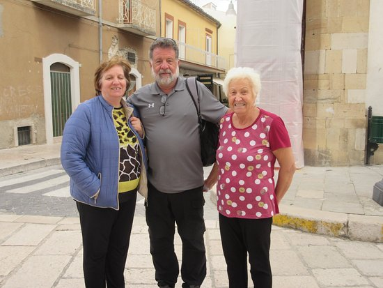 Castelnuovo della Daunia, Italie : Owners found us a very nice lady that spoke English. They were all so nice. Would like to contact them.