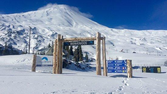 Los Angeles, Cile: Portal de acceso a Centro de ski volcán Antuco