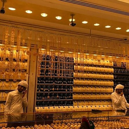 Famed the world over since the 1940s when traders and entrepreneurs from India and Iran pitched their stalls in this area, the Dubai Gold Market in Deira (also known simply as the Gold Souk) is a major reason why many people opt for Dubai for their holiday.