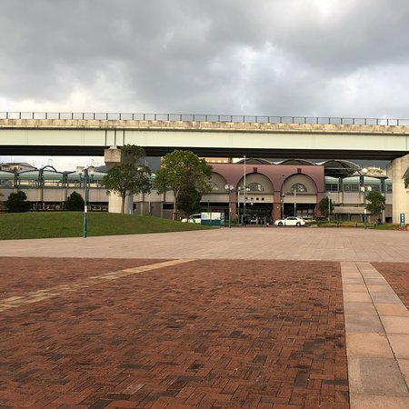 港側からの佐世保駅です