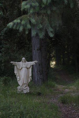 Carlton, OR: Statue 1