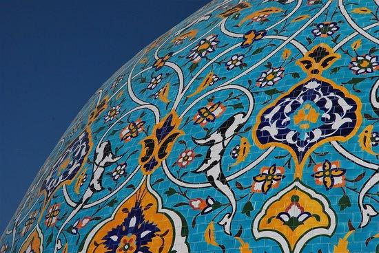 Bahrain: Particolare della cupola di una moschea a Manama - Bahrein. Cliccare sulla foto per vederla come scattata.