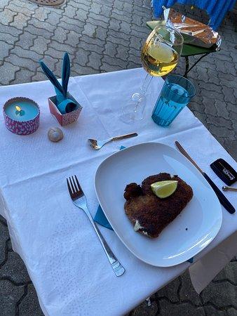 Domat/Ems, Schweiz: Dinner mit Social Distancing