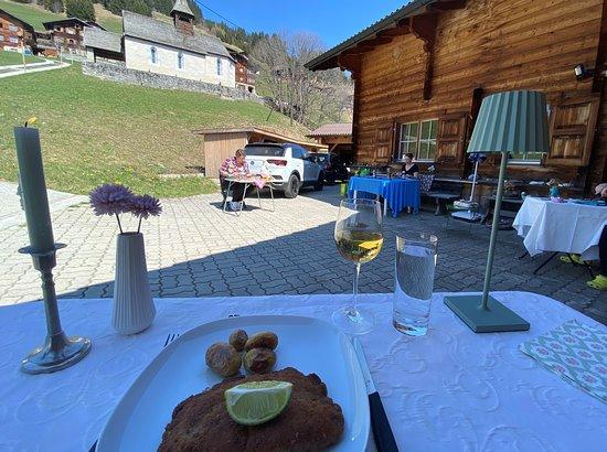 Domat/Ems, Schweiz: Cordon bleu Dinner mit Social distancing...