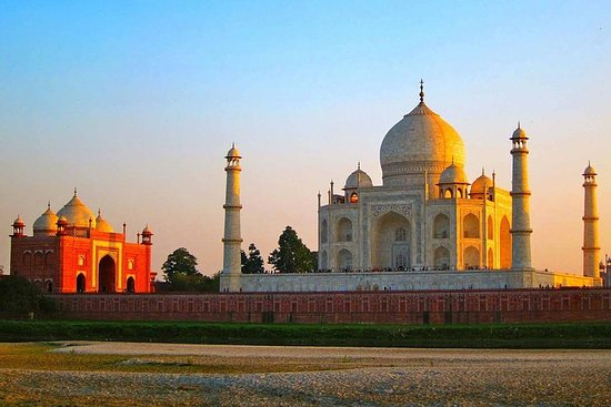 Agra SightSeeing With Fatehpur Sikri...