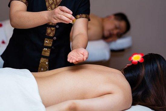 Massage à l'huile chaude aromatique