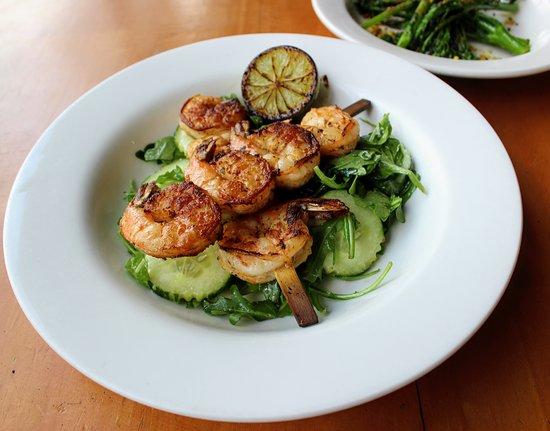 Errol's Cafe: Grilled prawn skewers on a rocket & cucumber salad